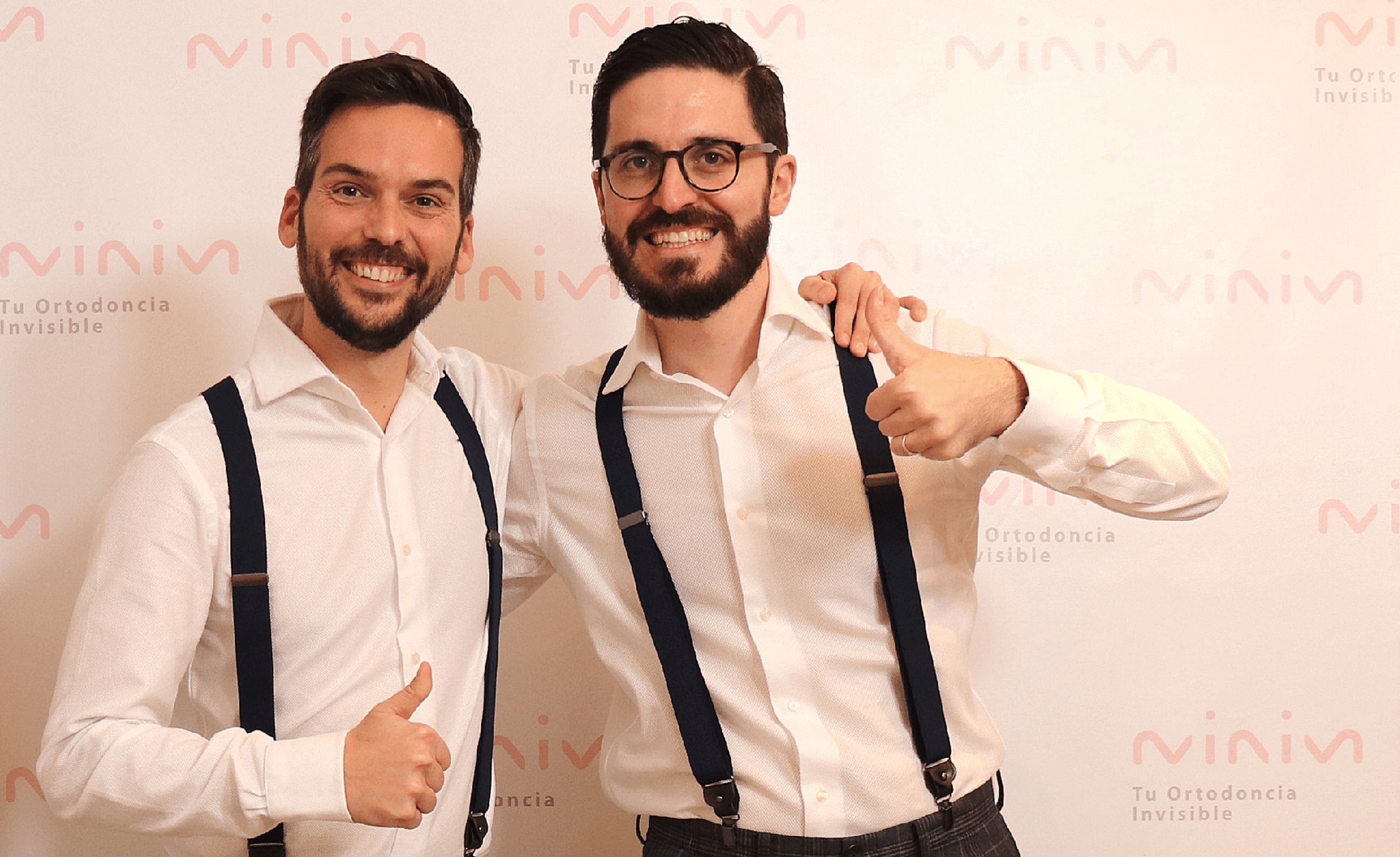 Héctor y Pablo celebrando la inauguración de MINIM, tu clínica especializada en ortodoncia invisible (Invisalign)